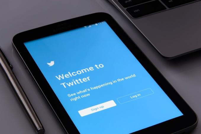 Twitter devalued by 10%