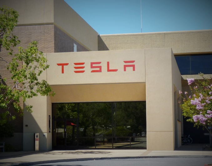 Tesla Attains Record Sales in Q1 2015