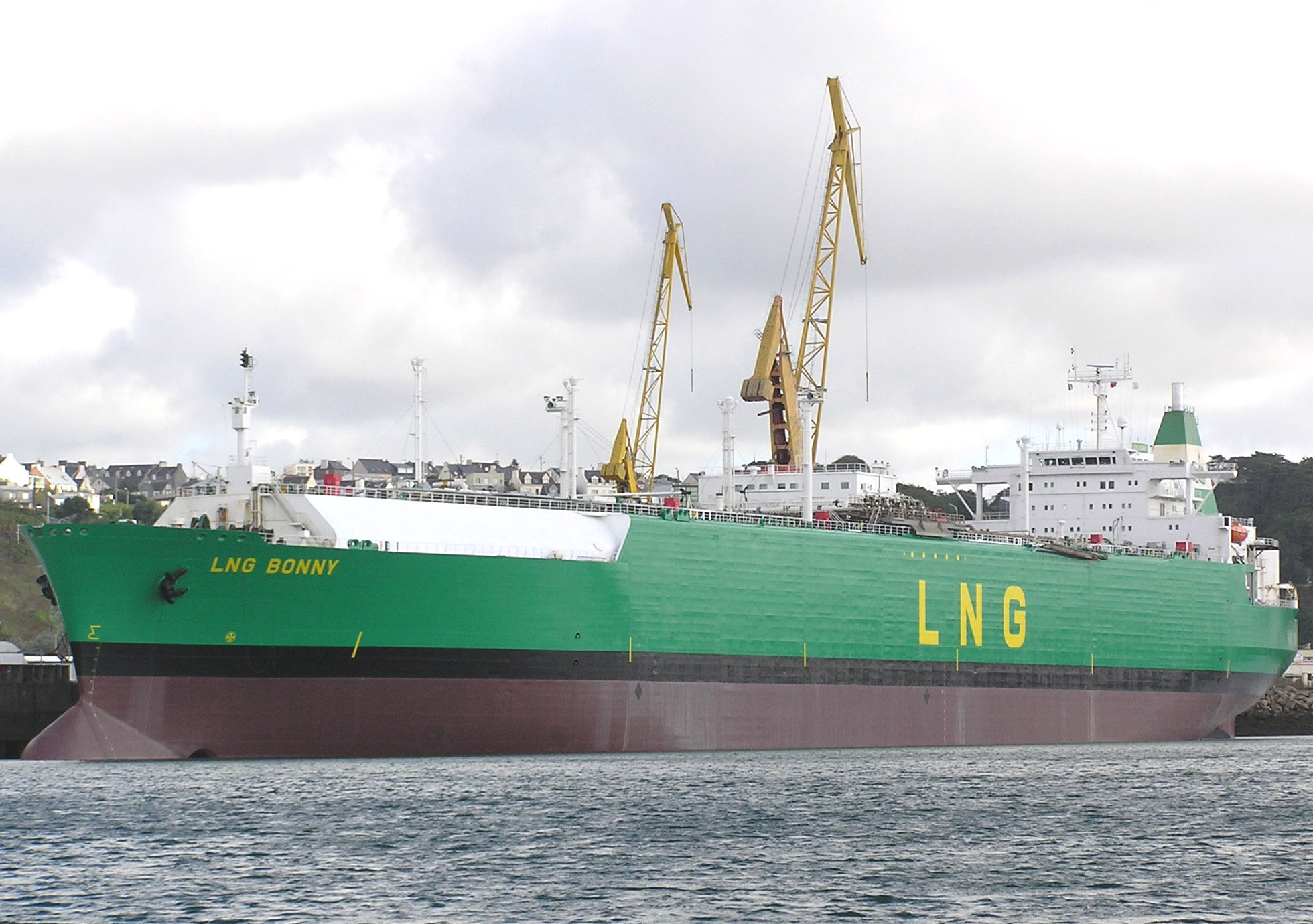 Europe's difficult choice between Russian and American LNG