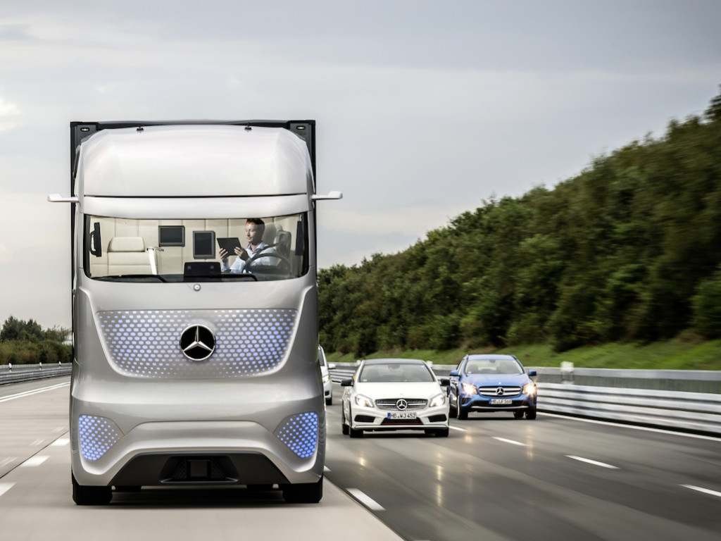 Daimler's self-driven trucks to hit the road this year