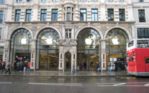 Apple asks UK retail landlords to cut rent in half