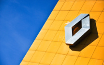 Renault climbs out of losses